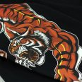 close-up-hunter-unleashed-sleeve-print-banner-min